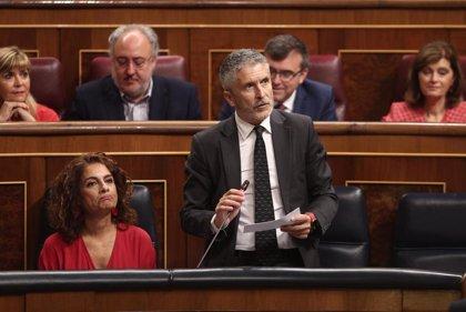 """El PP critica la política migratoria a """"golpe de tuit"""" del Gobierno e Interior dice que actúan con humanidad"""
