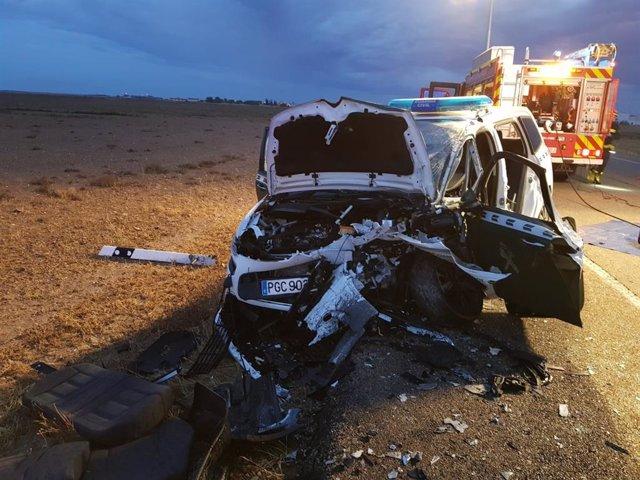 El coche patrulla de la Guardia Civil implicado en el choque frontal en Villanubla.