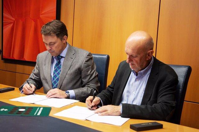 Firma del convenio entre la CTIC y Caja Rural de Asturias
