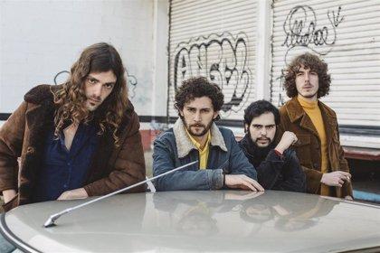 Los Estanques desatan su faceta más disco-funk en el local de ensayo: 'Desde ahora hasta el final'