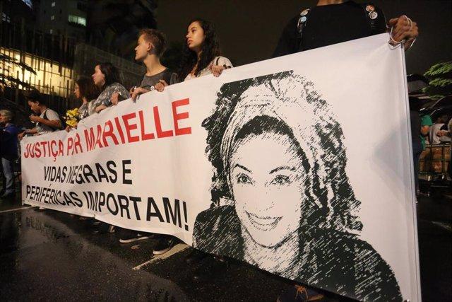 Manifestantes en Sao Paulo en una marcha en recuerdo de la concejala de Río de Janeiro Marielle Franco, asesinada en marzo de 2018