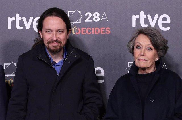 El secreatario general de Unidas Podemos, Pablo Iglesias y la presidenta de RTVE, Rosa María Mateo, a su llegada a RTVE