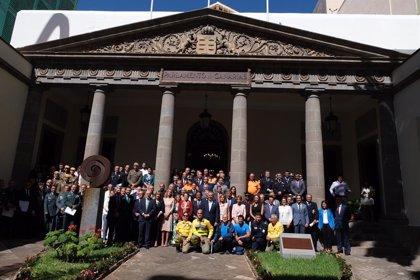 """El Parlamento reconoce a """"quienes lo dieron todo"""" para extinguir el incendio de Gran Canaria"""