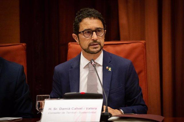 El conseller de Territori i Sostenibilitat de la Generalitat, Dami Calvet, durant la seva compareixena en la Comissió de Territori i Sostenibilitat al Parlament de Barcelona (Espanya), 18 de setembre del 2019.