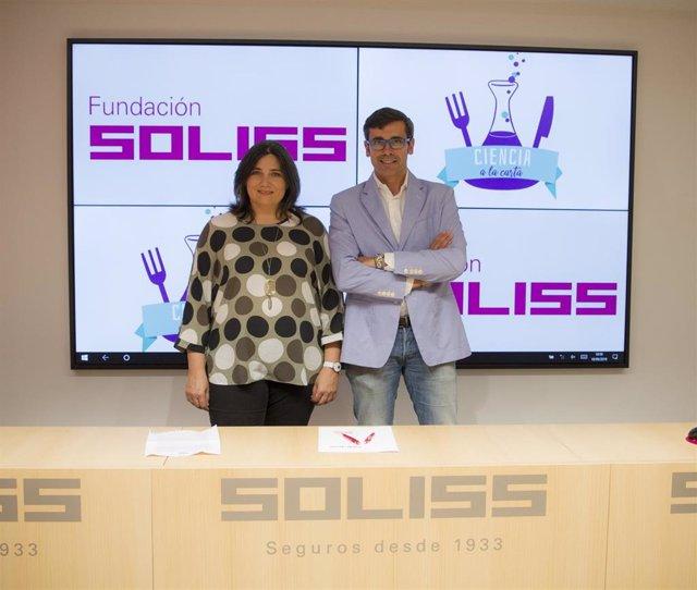 El director de la Fundación Soliss, Eduardo Sánchez Butragueño, y María José Ruiz