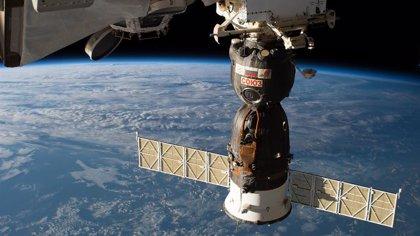 Roscosmos averigua el origen del agujero en una Soyuz pero no lo revela