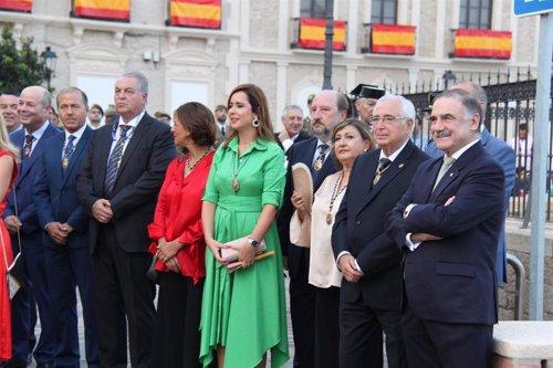 Juan José Imbroda, segundo por la derecham en el Día de Melilla