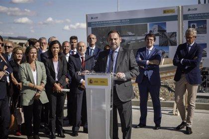 """El AVE a Galicia tendrá en servicio un nuevo tramo """"en pocos meses"""", según Ábalos"""