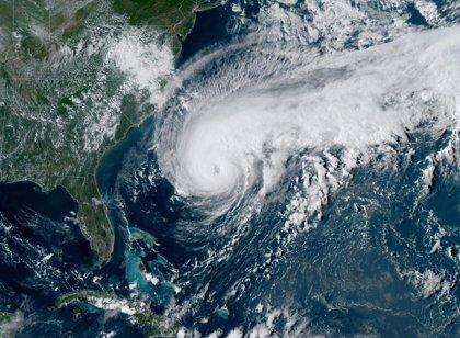 Un apagón deja sin electricidad a miles de personas en Bermudas ante el avance del huracán 'Humberto'