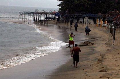 La tormenta 'Lorena' se fortalece frente a la costa de México