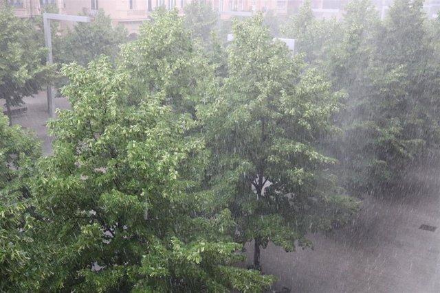 Lluvias este sábado en la capital aragonesa.