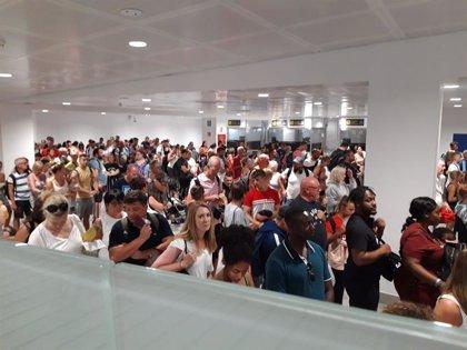 Más de 650.000 pasajeros pasarán por los aeropuertos de Baleares entre este viernes y el domingo
