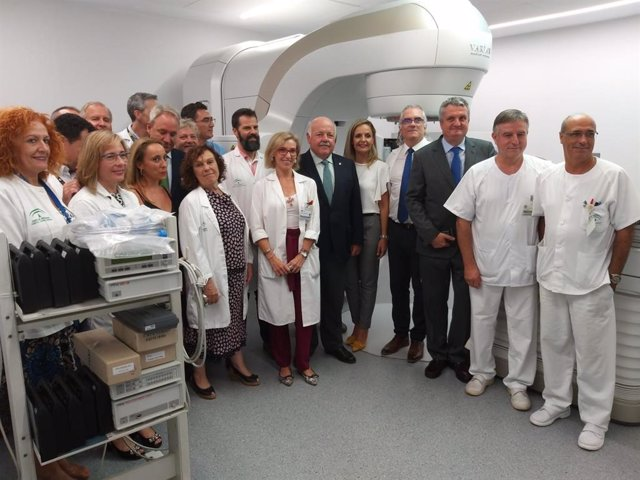 El consejero Aguirre, en su visita al Hospital Torrecárdenas