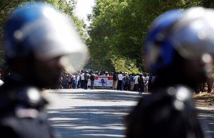 Un tribunal de Zimbabue ordena a la Policía que permita una marcha de médicos