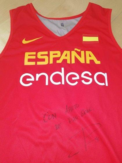 Se subasta la camiseta de Pau Gasol en el Eurobasket de 2017 para luchar contra la esclerósis