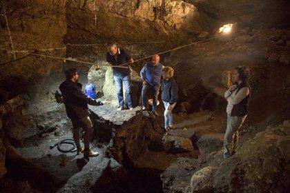Halladas en la Cueva del Pendo varias piezas de 60.000 años de antigüedad