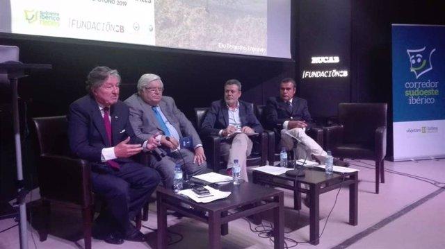 Aurtoridades en el II Simposio Universitario del Corredor Sudoeste Ibérico que se celebra en Badajoz