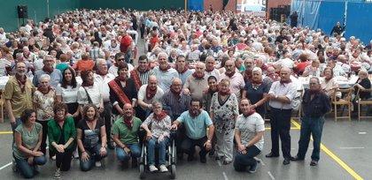 El alcalde y los vendimiadores participan en el acto de convivencia del Día de las Personas Mayores de Logroño