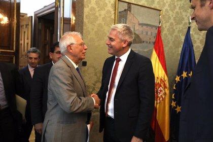 """El ministro para el Brexit tras verse con Borrell: """"Mantendremos los lazos fuertes"""" con España"""