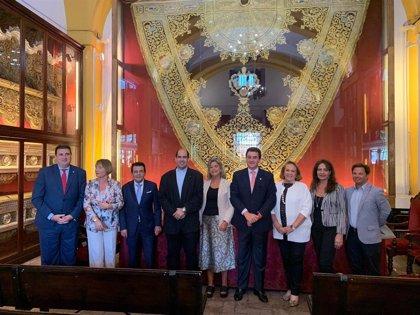 La hermandad de Los Estudiantes y Cáritas ofertan 81 becas para universitarios sin recursos en Sevilla