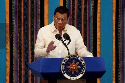Un reptil interrumpe el discurso del presidente de Filipinas