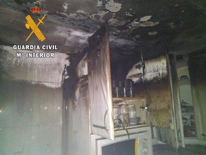 La Guardia Civil rescata a dos ancianas de una vivienda en llamas en Jaraíz de la Vera (Cáceres)