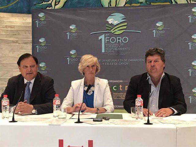 Presentación del I Foro Nacional de Turismo y Despoblamiento Rural que se celebrará los día 3 y 4 de octubre en Cabárceno y Esles