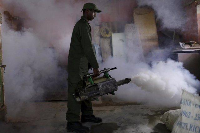 Fumigación contra el zika en La Habana