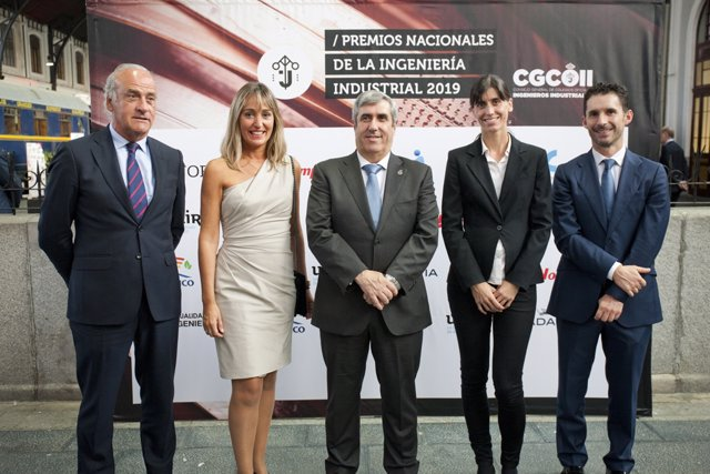De izquierda a derecha, Esteban Morras, Elena Alemán, Miguel Iriberri, Ana Monreal y Eduardo Azanza, en la entrega de los Premios Nacionales de Ingeniería Industrial.