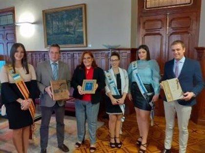 Una delegación del Ayuntamiento de Torrevieja visita la Junta General del Principado de Asturias