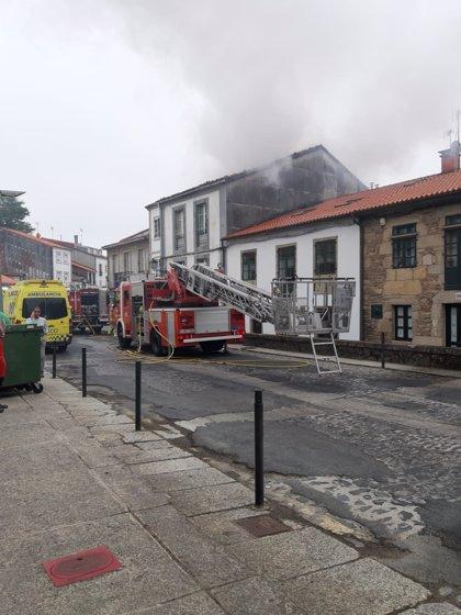 """Evacuado en estado """"muy grave"""" a la Unidad de Quemados en A Coruña el herido en un incendio en Santiago"""