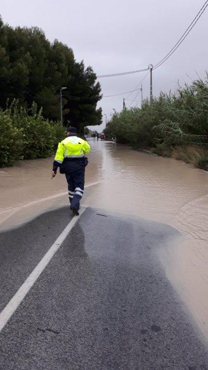 Técnicos de Adif recogen las propuestas de los vecinos de Alquerías (Murcia) por los embalsamientos de agua