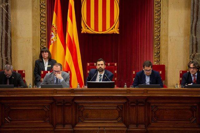 Pleno del Parlament presidido por Roger Torrent