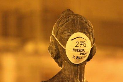 Fridays for Future pone mascarilla a estatuas de València y convoca protestas en la Semana Global de Acción por el Clima