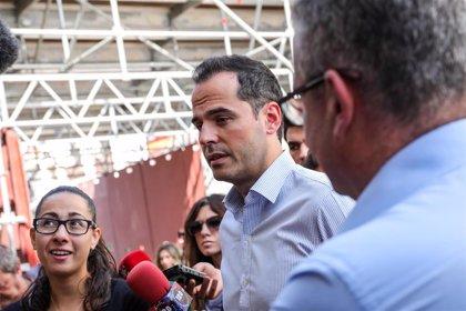 """Aguado espeta a Sánchez que a los madrileños lo que """"le quita el sueño"""" es el funcionamiento de los servicios públicos"""