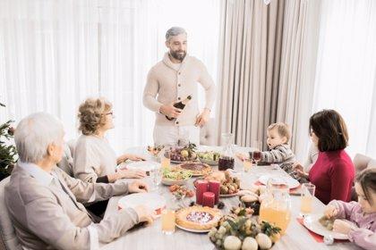 Bebés en la mesa de los mayores