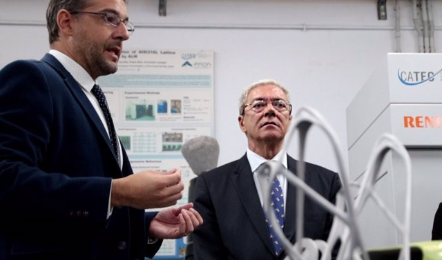 El consejero de Economía, Conocimiento, Empresas y Universidad, Rogelio Velasco, durante su visita al Centro Avanzado de Tecnologías Aeroespaciales (Catec). Foto de archivo.