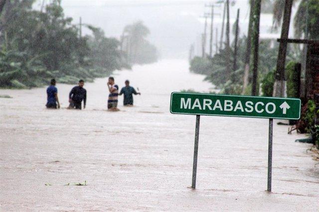 Inundaciones por la tormenta 'Lorena' a las afueras de Manzanillo