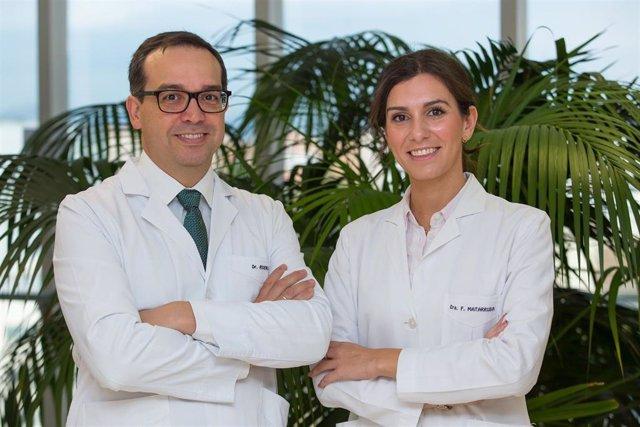 El doctor Mario Riverol Fernández y la doctora Marta Fernández Matarrubia, del Departamento de Neurología de la Clínica Universidad de Navarra