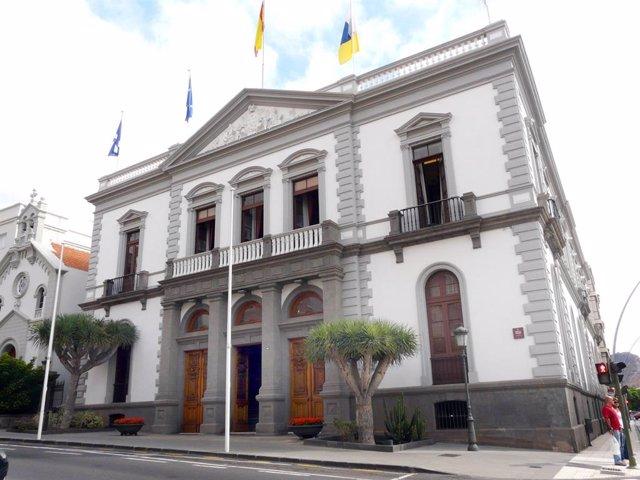 El Ayuntamiento de Santa Cruz de Tenerife se suma a la 'Noche Violeta'