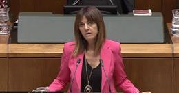 La secretaria general del PSE, Idoia Mendia, en el Pleno de Política General del Parlamento Vasco