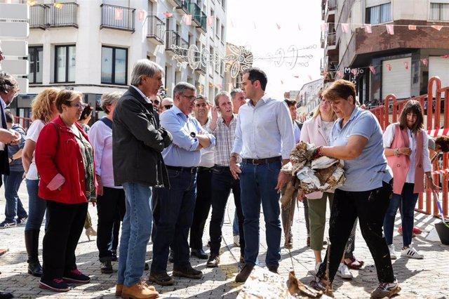 El Consejero de transportes, movilidad e infraestructuras, Àngel Garrido (1i), el alcalde de Arganda del Rey, Pedro Guillermo Hita Téllez (2i) y el vicepresidente de la Comunidad de Madrid, Ignacio Aguado (4i) en su visita a  Arganda del Rey, uno de los m