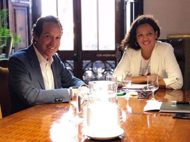 El conseller de Movilidad y Vivienda del Govern, Marc Pons, y la presidenta del Consell de Mallorca, Catalina Cladera.