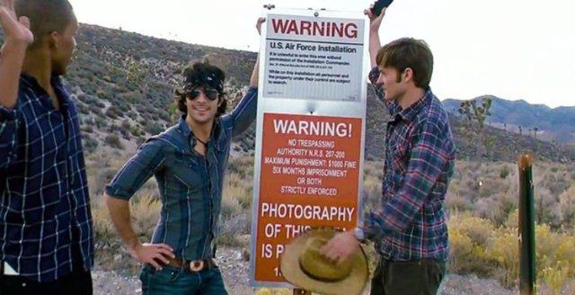 Fotograma de la película Área 51