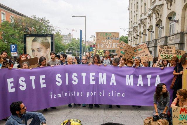 Sentada ecofeminista por el clima frente al Congreso