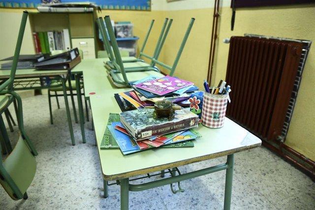 Material escolar y libros en un aula del Colegio de Educación Infantil y Primaria (CEIP) 'Joaquín Costa' de Madrid.