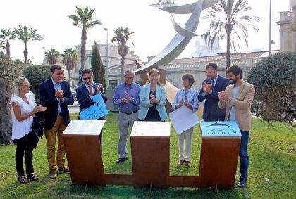 El CNB y la Adipav entregan la escultura 'Homenatge al Patí de Vela' al Puerto de Barcelona