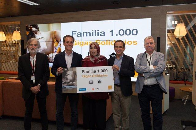 Nota De Prensa El Programa Gigas Solidarios De Orange Alcanza Su Objetivo De Dotar De Internet Gratis A 1.000 Familias Con Escasos Recursos