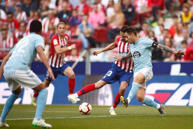Vitolo en una acción del Atlético-Celta de LaLiga Santander 2018-19
