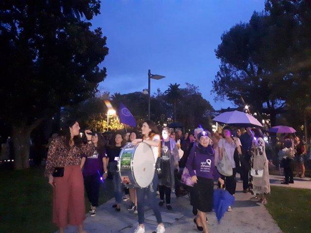 Participantes en la 'Noche violeta de emergencia feminista'